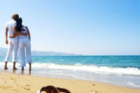 447ba0_couple-beach