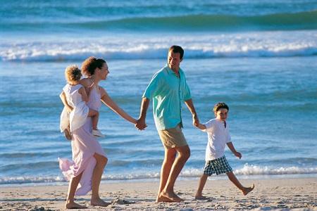 famiglia_spiaggia_vacanza